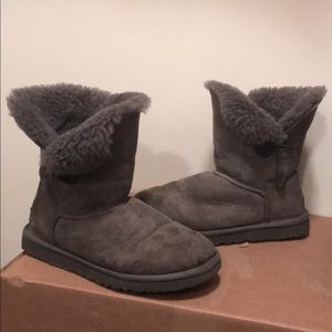 Authentic Ugg Bailey Button boots short 8 gray